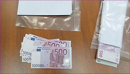 CIA money bundle 500 Euro bank notes